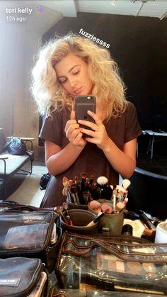 pin: l i s s e t t e✨💜 Tori Kelly Hair, Medium Hair Styles, Curly Hair Styles, Curled Hairstyles For Medium Hair, Pocahontas And John Smith, Beautiful Female Celebrities, Boss Lady, Hair Inspiration, My Hair