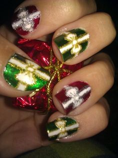 lacquerlinda: Christmas Present Nail Art This is Design 5 out of my 10 Designs of Christmas Series :). Now you can beautifully gift wrap your nails! Tutorial on YouTube: http://www.youtube.com/watch?v=ImUpPtwulYo