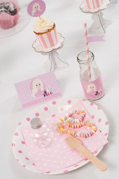Tableware and party decoration for make up-party at www.partyerie.de  #tabelware #milchflaschen #cupcakecups #paperstraws #papierstrohhalme
