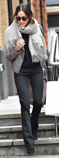 Make like Meghan Markle in Mother flared jeans #DailyMail