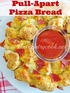 Pull-Apart Pizza Bread (uses canned biscuits, perfect for your Super Bowl parties!)