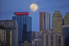 Hong Kong'da 10 Ağustos günü çekilmiş Süper Ay fotoğrafı