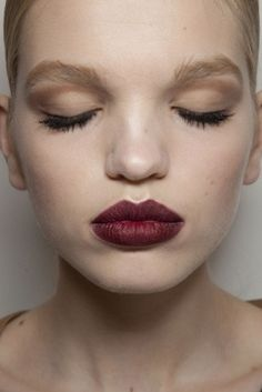Shadowed eyes and a dark lip - Daphne Groeneveld.