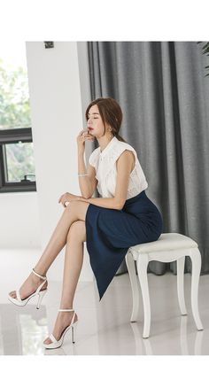 Korean Beauty, Asian Beauty, Exotic Women, Asia Girl, Office Fashion, Feminine Style, Sexy Legs, Korean Fashion, Ballet Skirt