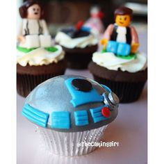 SnapWidget | Hey!  My Star Wars cupcakes! Who's watching Star Wars this weekend?!? • • For my tutorials, visit my Youtube! ⬆️ Link in bio! ⬆️ Thank you!  • #cupcakes #foody #cake #cakes #youtube #musttry #foodphotography #tutorials #toocute #creative #cute #handmade #figurines #cakeart #sculpting #fondant #dessert #edible #colors #foodart #thecakinggirl #theforce #gumpaste #starwarsfan #r2d2 #socute #starwarstheforceawakens #birthday #starwarsday #starwars