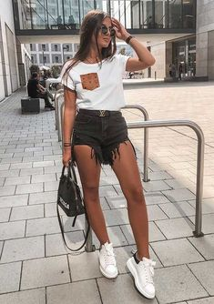 Musa of the Style: Christina Alexia - Outfits - . - Style muse: Christina Alexia – Outfits – You are in - Lazy Outfits, Teen Fashion Outfits, College Outfits, Mode Outfits, Cute Casual Outfits, Look Fashion, Stylish Outfits, Summer Outfits, Jean Short Outfits