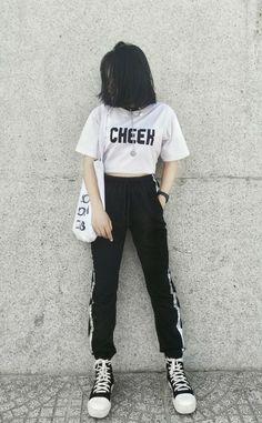 Korean Girl Fashion, Korean Fashion Trends, Ulzzang Fashion, Korean Street Fashion, Kpop Fashion Outfits, Girls Fashion Clothes, Indie Fashion, Retro Fashion, Boyish Outfits