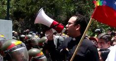 ¡INSPIRADOR! Sacerdote hace un llamado a los funcionarios de la GNB que impedían el paso de la marcha