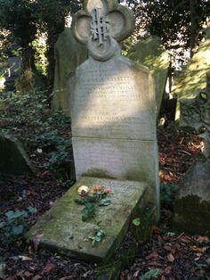 Highgate Cemetery - Elizabeth Siddal's grave.