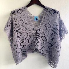 Vintage crop's top...done.#catracraft #crochet #crochettop #handmade #yarnlover #crochetdress #ganchillo