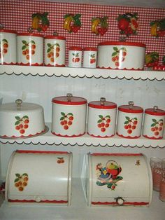 An absolutely swoon-worthy vintage cherry canister collection. Love the cherry retro look. Vintage Canisters, Vintage Kitchenware, Kitchen Canisters, Vintage Tins, Vintage Dishes, Vintage Decor, Vintage Antiques, Vintage Pantry, Vintage Appliances