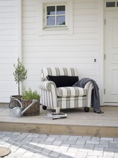 Englesson Fåtölj Stocksund - Denny's Home Fall Home Decor, Autumn Home, Outdoor Chairs, Outdoor Furniture, Outdoor Decor, Online Dog Training, Dog Minding, Wood Windows, Cafe Interior
