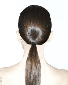 Tour d'horizon des coiffures tendance repérées lors des précédentes fashion weeks. Focus : la tendance queue de cheval vue chez Victoria Beckham