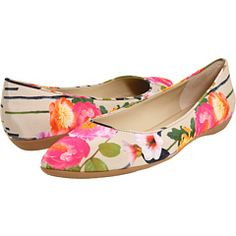 these look like spring! Nine West Taker Floral Flats Cute Flats, Cute Shoes, Me Too Shoes, Looks Style, My Style, Trendy Style, Floral Flats, Floral Stripe, Striped Flats