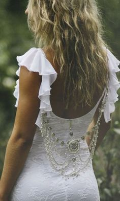 so want these sleeves on my dress..