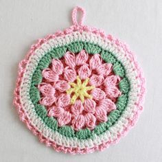 Crochet a Shabby Chic pink, white and green floral potholder. FREE PATTERN
