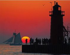 South Haven, Michigan - so many cute little cottage & homes to rent www.homeaway.com/...  I ♥ going back home!