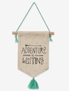 aventure is waiting Nursery Canvas, Felt Banner, Diy Bebe, Hanging Banner, Diy Décoration, Boho Diy, Diy Gifts, Diy And Crafts, Sewing Projects
