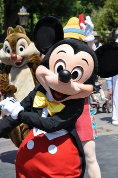 He makes me smile! Walt Disney, Disney Cast, Disney Fun, Disney Magic, Disney Parks, Disney Pixar, Disney Characters, Disney Stuff, Mickey Mouse Art