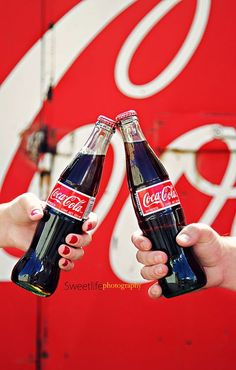 Cheers to you, cheers to Coca-Cola! Cheers to friendship. Open a coke, open friendship Coca Cola Ad, Always Coca Cola, World Of Coca Cola, Coca Cola Bottles, Pepsi, Coke Ad, Santas Vintage, Vintage Coke, Vintage Signs