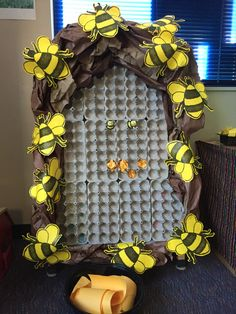 created with egg cartons mounted to a picture frame box, then attached to an easel/white board. Small rubber bees, crumbled paper and yarn puff balls are available to create the hive. Bee Crafts, Diy And Crafts, Crafts For Kids, Arts And Crafts, Paper Crafts, School Projects, Projects To Try, Bee Activities, Bee Boxes