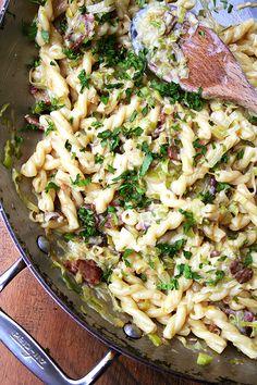 Pasta Carbonara — Easiest Weeknight Dinner