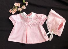 Vintage Baby Girl Dress Bonnet Pink White Cotton Size Newborn w/ Embroidery Ruffled French Lace Pintucks Peter Pan Collar Vintage Baby Clothes, Vintage Outfits, Vintage Kids, Fashion Photo, Fashion Models, Fashion Looks, 40s Dress, Pin Tucks, French Lace
