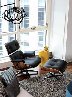 Modern High-Rise by Mia Rao Design This is almost as overused as IKEA city posters. eames chair and ottoman Lounges, Apartment Interior Design, Interior Decorating, Home Furniture, Furniture Design, Handmade Furniture, High Rise Apartments, Loft Apartments, Loft Spaces
