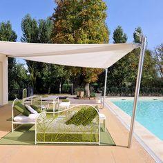Desfrute de seu jardim ou quintal sem medo do sol: ombrelones e toldos