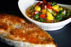 Ingredientes (2 doses)   2 postas de salmão   Azeite qb   Sal qb   1 manga pequena   1/2 cebola roxa   1/2 pimento vermelho   1 pimento ...
