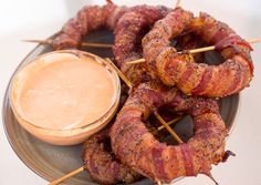 Bacon Wrapped Onion Rings with Sriracha Mayo - grilling24x7.com