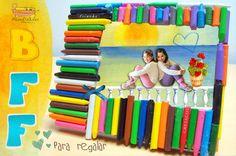 Marco de crayones Best Friend, ideal para regalar a tu mejor amiga o amigo y super fácil de hacer! http://www.manualidadesinfantiles.org/marco-de-crayones-best-friend