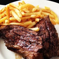 Asado un papas fritas! Paraguay Montevideo, Carne, Food From Different Countries, Best Roast Beef, Paraguay Food, Meat Recipes, Cooking Recipes, Good Roasts, Food Design