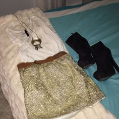 Super cute H&M sparklely skirt Worn a few times but tons and tons of love left perfect for a glittery night out or festive party! H&M Skirts Mini