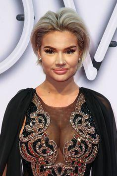 Mit einem natürlichen Make-up und einer anderen Frisur würde YouTube-Star Shirin David wahrscheinlich ihrem Alter (22) entsprechend aussehen