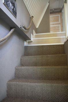 Pitsihuvila ‹ Sisustussuunnittelija Milla Alftan, kiva idea käyttää köyttä kaiteessa Hallways, Entrance, Decorating Ideas, Stairs, Home Decor, Houses, Foyers, Entryway, Stairway