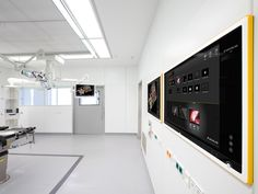 Digital O.R. with Buzz In-Wall Dual and ceiling mounted display