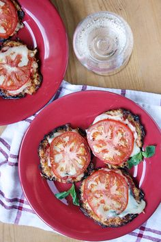 Mini Cauliflower Crust Pizzas  Leave off cheese for level 3.  #21dsd #cauliflower #pizza
