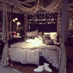 Von diesem traumhaft fluffigen Ikea-Bett bin ich Mega begeistert.
