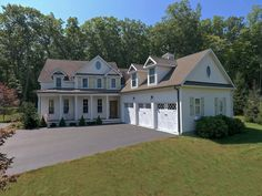 Unbelievable deal in Brookfield CT: 4 bedroom custom built home on premium lot in Gereg Glenn Estates. Just minutes to Candlewood Lake. Price $625,000.  For more info, or like to schedule an appointment contact list agent, Lisa Brown Realtor® @ The Brokerage of New England. Direct 203-733-1613