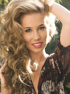 Biography and Photos of Haley Reinhart. All you need to know about Haley Reinhart. American singer and songwriter, born 9 September 1990 in Wheeling, Illinois, USA. American Idol, Hailey Reinhart, She Is Gorgeous, Celebs, Celebrities, Girl Crushes, Role Models, Her Hair, Beautiful People