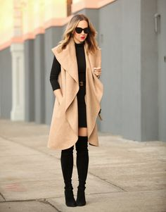 Camel And Black //Brooklyn Blonde Style Work, Mode Style, Fall Winter Outfits, Autumn Winter Fashion, Elle Moda, Brooklyn Blonde, Sleeveless Coat, Long Vests, Mode Inspiration