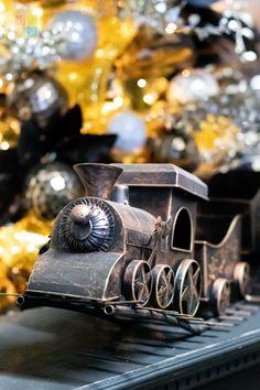 #train #holidaytrain #blackandgoldchristmasdecor #goldchristmasdecor #blackchristmasdecor #christmas #christmastime #christmasseason #christmasvibes #christmasspirit #christmasdecorating #christmasdecor #christmasdecorations #christmashome #christmasinspiration #christmasinspo #vermeersgardencentre