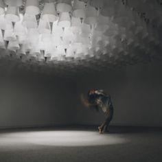 Merlin Baum: kinetisches Lichtinterface, Kunstmuseum Bochum, Tanzperformance Phaedra Pisimisi / Foto Yuriy Ogarkov
