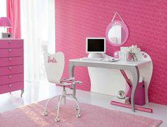 Detalhes: cadeiras, mesa notebook e espelhos.