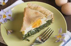 Torta Pasqualina come vuole la tradizione: spinaci, formaggio, uova e ricotta. E ovviamente Pasta Sfoglia! #Ricetta #Pasqua