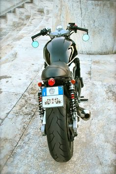 Cafe racers, scramblers, street trackers, vintage bikes and much more. The best garage for special motorcycles and cafe racers. Motorcycle Tires, Motorcycle Travel, Scrambler Motorcycle, Motorcycles, Registration Plates, Inazuma Cafe Racer, Cafe Racing, Cafe Racer Build, Plate Holder
