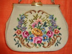 Vintage Handtaschen - Tasche*Vintage*gobelin*beige*Blumenmuster*geblümt* - ein Designerstück von SweetSweetVintage bei DaWanda