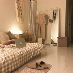 How To Create The Minimalist Dorm Room Of Your Dreams - Temy Fitria - . - How To Create The Minimalist Dorm Room Of Your Dreams – Temy Fitria – - Room Ideas Bedroom, Small Room Bedroom, Home Bedroom, Bedroom Decor, Korean Bedroom Ideas, Modern Bedroom, Beige Bedrooms, Eclectic Bedrooms, Bedroom Simple