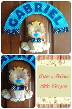 Enfeite de porta com bichinho e nome, personalizado, produzido em feltro e tecido Contato: Rita (51) 98939-6174